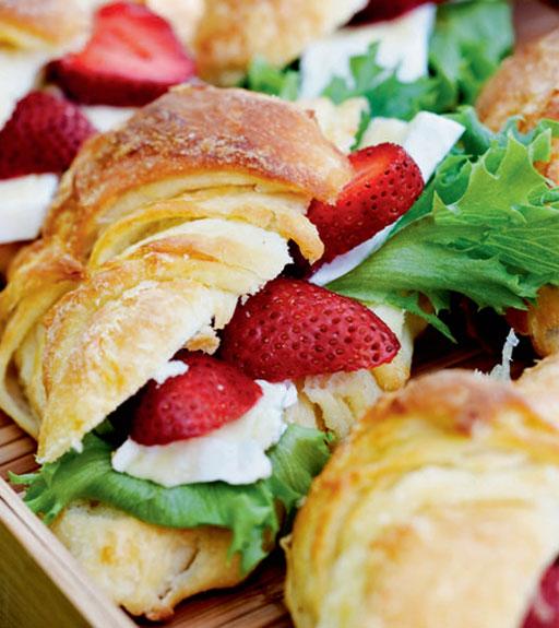 221636-Mansikkaiset-croissantit.jpg